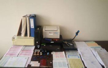 Συνελήφθησαν τρία άτομα για συμμετοχή σε κύκλωμα πλαστογράφησης εγγράφων