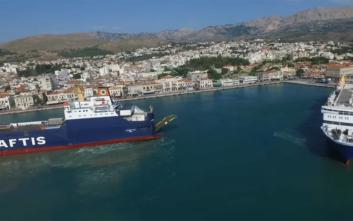 Οι «χορευτικές» κινήσεις πλοίου για να δέσει στο λιμάνι της Χίου