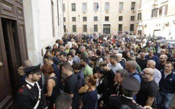 Χιλιάδες κάτοικοι της Ρώμης απέτισαν φόρο τιμής στον χωροφύλακα που σκότωσαν δύο νεαροί Αμερικανοί