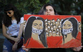 Μαθητές στη Ρουμανία διαδήλωσαν στη μνήμη των δύο νεαρών κοριτσιών που δολοφονήθηκαν