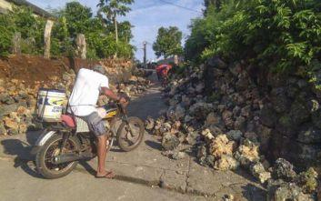 Σεισμός στις Φιλιππίνες: Τρομοκρατημένοι βγήκαν από τα σπίτια τους μέσα στη νύχτα