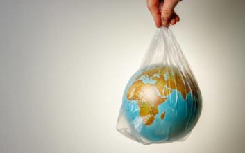 Παγκόσμια Μέρα κατά της πλαστικής σακούλας: Πόσο μειώθηκε η χρήση της