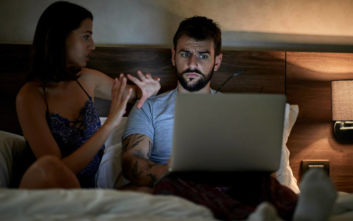 Πώς αντιδρά ο γυναικείος και ο ανδρικός εγκέφαλος στις εικόνες πορνογραφίας