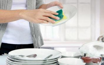 Συμβουλές για να πλένετε πιο γρήγορα τα πιάτα