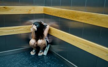 Το κρασί έσωσε γυναίκα που κλείστηκε στο ασανσέρ για 27 ώρες