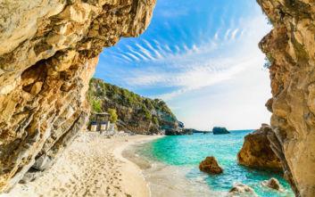 Δροσιστικές βουτιές στις πιο ονειρικές παραλίες του Πηλίου