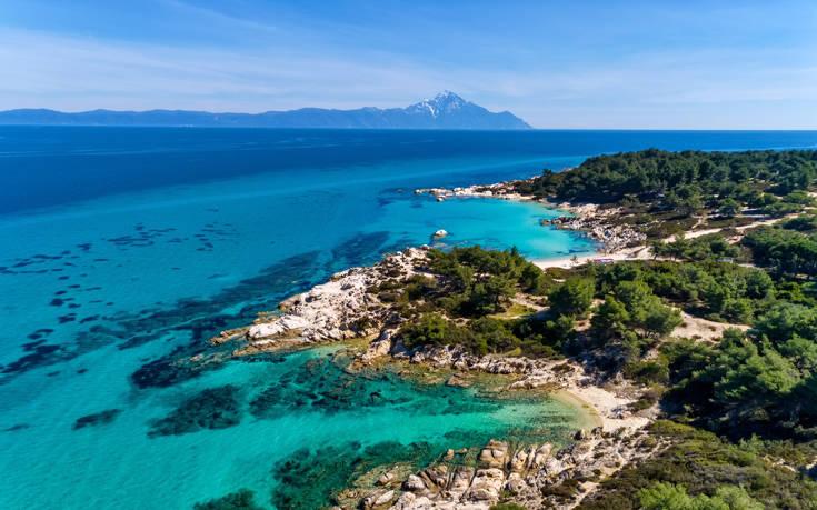 Τρεις παραλίες στη Χαλκιδική που ταξιδεύουν σε μέρη μακρινά, φωτογραφία-1