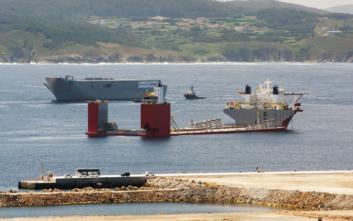 Το εντυπωσιακό πλοίο που ταξιδεύει μισοβυθισμένο και το διαφορετικό φορτίο που μεταφέρει