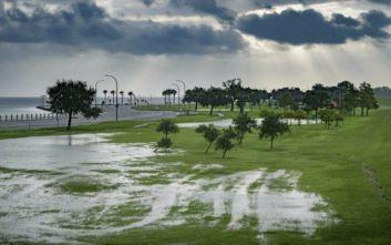 Η τροπική καταιγίδα Μπάρι αναβαθμίστηκε σε κυκλώνα κατηγορίας 1