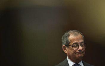Σαλβίνι: Η θέση του υπουργού Οικονομίας εξαρτάται από τις περικοπές φόρων