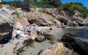 Εκκένωση παραλίας στο Πόρτο Ράφτη λόγω επικίνδυνου βράχου
