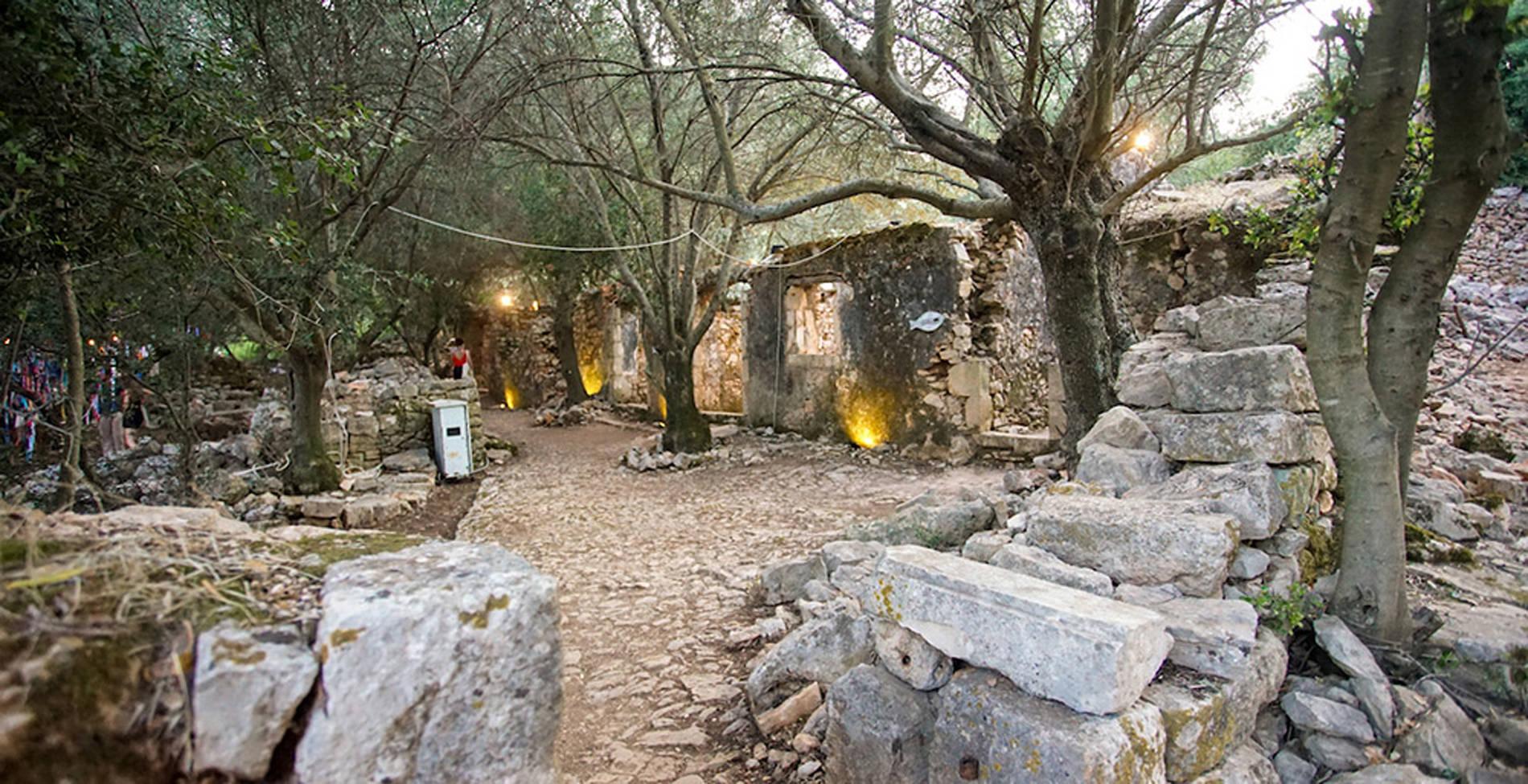Ένα ιδιαίτερο πανηγύρι σε ένα χωριό-φάντασμα της Κεφαλονιάς