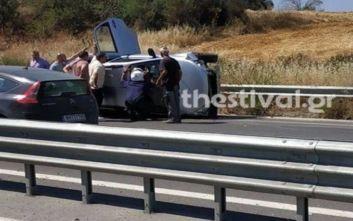 Θεσσαλονίκη: Ανατροπή οχήματος με 9 επιβάτες ανάμεσά τους και παιδιά