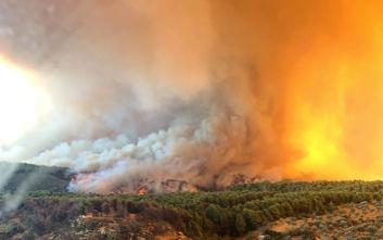 Συνεχίζεται η τιτάνια μάχη με τη φωτιά στην Εύβοια