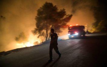 Φωτιά στη Σάμο: Ολονύχτια μάχη με τις φλόγες, εκκενώθηκαν τέσσερα ξενοδοχεία