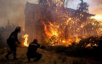 Σε κατάσταση έκτακτης ανάγκης περιοχές στην Εύβοια, σε πύρινο κλοιό 4 χωριά και ζημιές σε σπίτια