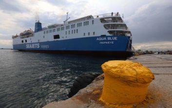 Στην Άνδρο προσάραξε το «Aqua Blue», απαγόρευση απόπλου