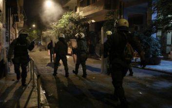 Εξάρχεια: Αστυνομικός τραυματίστηκε μετά από επίθεση στα ΜΑΤ