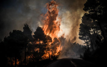 Γιγάντια επιχείρηση της Πυροσβεστικής στην Εύβοια, εκκενώνεται και το Κοντοδεσπότι