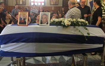 Θρήνος στην κηδεία του Μανώλη Σκουλάκη: Τα συγκινητικά λόγια του γιου του