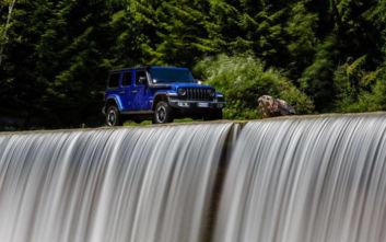 Με ένα Jeep ο οδηγός του δεν σταματά πουθενά