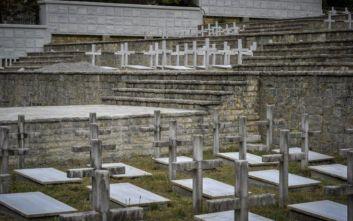 Τελετή ενταφιασμού οστών Ελλήνων πεσόντων στην Αλβανία κατά τον Ελληνο-Ιταλικό πόλεμο