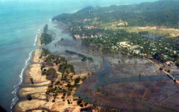 Ισχυρός σεισμός στην Ινδονησία: Κάτοικοι απομακρύνονται σε πιο ψηλά σημεία