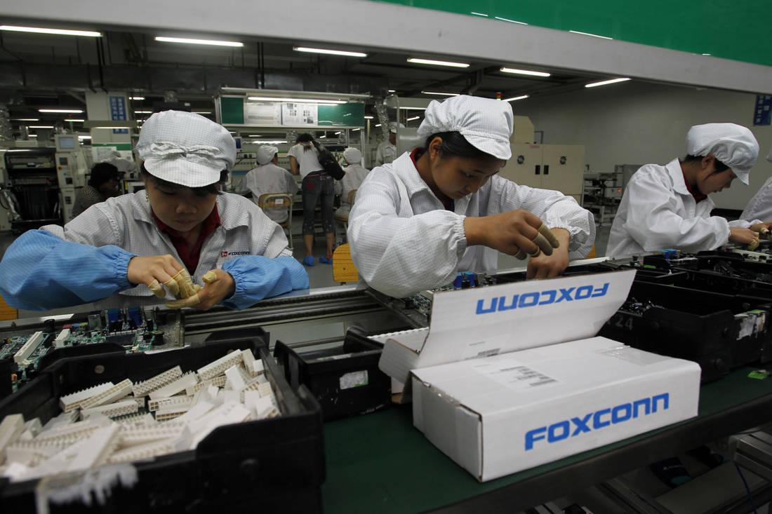 Οι ανατριχιαστικές πρακτικές των εργαζομένων που δίνουν ζωή στις συσκευές μας – Newsbeast