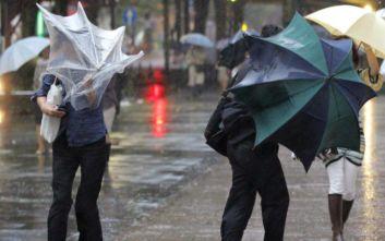 Ένας νεκρός από τις καταρρακτώδεις βροχές που πλήττουν τη νήσο Κιούσου της Ιαπωνίας