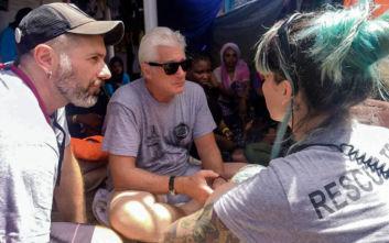 O Ρίτσαρντ Γκιρ στη Λαμπεντούζα προς υποστήριξη του πλοίου με τους 124 πρόσφυγες