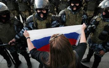 Κρεμλίνο: Πλήρως δικαιολογημένη η αυστηρότητα της ρωσικής αστυνομίας στις διαδηλώσεις