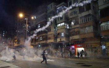 Συνεχίζονται οι συγκρούσεις στο Χονγκ Κονγκ, δακρυγόνα από την αστυνομία