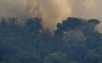 Επιμένει ο Μακρόν για τις μεγάλες πυρκαγιές στον Αμαζόνιο