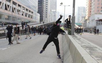 Χονγκ Κονγκ: Η αστυνομία έκανε χρήση δακρυγόνων για να διαλύσει τους διαδηλωτές