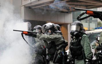 Το Πεκίνο έδωσε στη δημοσιότητα εικόνες από τα στρατεύματά του στο Χονγκ Κονγκ