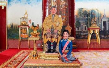 Αυτές είναι οι επίσημες εικόνες του playboy βασιλιά της Ταϊλάνδης με την ερωμένη του