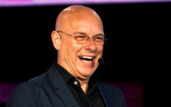 Ο Brian Eno επισκέφθηκε ξανά το «Apollo»