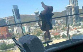 Έκανε extreme yoga και έπεσε από τον 6ο όροφο πολυκατοικίας