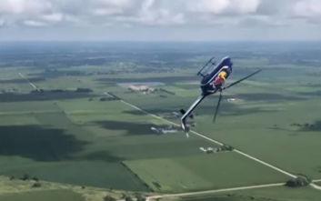 Ελικόπτερο κάνει εντυπωσιακή κωλοτούμπα στον αέρα