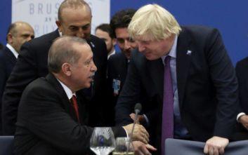 Ο «σφιχτός εναγκαλισμός» του Ερντογάν με τη Βρετανία του Μπόρις Τζόνσον