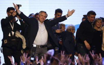 Ο κεντροαριστερός Αλμπέρτο Φερνάντες νικητής των εκλογών στην Αργεντινή