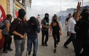 G7-Γαλλία: Διαδηλωτές πέταξαν πέτρες στην αστυνομία και τους έριξε δακρυγόνα