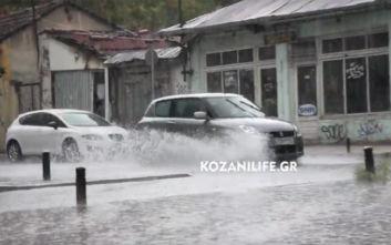 Άνοιξαν οι ουρανοί στην Κοζάνη και πλημμύρισαν οι δρόμοι μέσα σε λίγα λεπτά