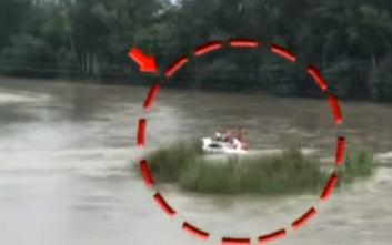 Θύμωσε με το αμάξι που του πήρε ο μπαμπάς και… το έριξε στο ποτάμι