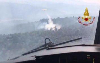 Η Εύβοια στις φλόγες μέσα από τα πιλοτήρια των ιταλικών και ισπανικών Καναντέρ