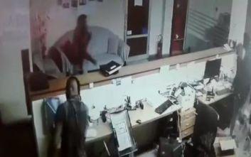 Βίντεο από τη ληστεία στο Καλοχώρι Θεσσαλονίκης που έστειλε στο νοσοκομείο τον σεκιουριτά