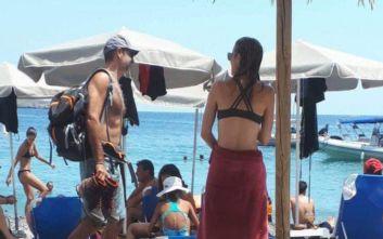 «Αγνώριστος» σε παραλία των Σφακίων ο Κυριάκος Μητσοτάκης