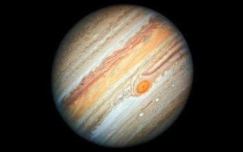 Εντυπωσιάζει η νέα φωτογραφία του πλανήτη Δία