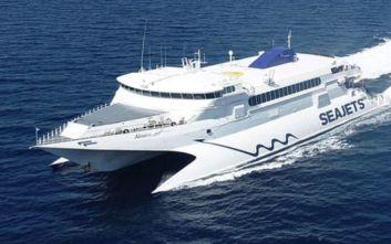 Στο λιμάνι της Ραφήνας παραμένει το «Naxos jet», λόγω ισχυρών ανέμων