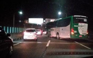 Ένοπλος κρατά ομήρους επιβάτες λεωφορείου σε γέφυρα της Βραζιλίας